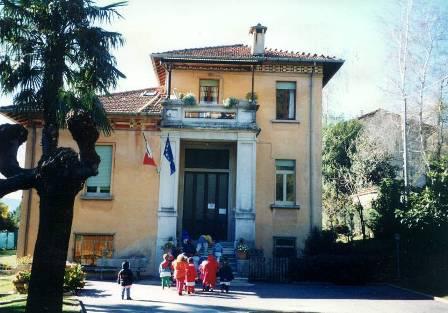 Vista dell'ingresso dell'edificio scolastico